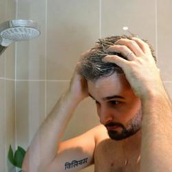 Utilisation shampoing solide mousse généreuse